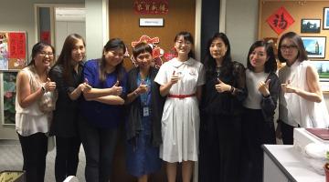 学生在「工作影子」计划完结时与会展管理公司的同事们合照